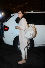 Dia Mirza leaves for IIFA on Day 2 on 21st June 2016(317)_576a2242541b8.JPG