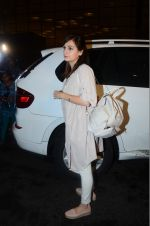 Dia Mirza leaves for IIFA on Day 2 on 21st June 2016(318)_576a2242e2a5a.JPG