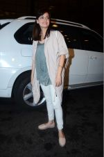 Dia Mirza leaves for IIFA on Day 2 on 21st June 2016(326)_576a224a69cdd.JPG