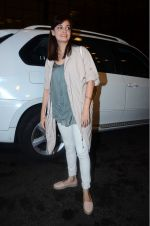 Dia Mirza leaves for IIFA on Day 2 on 21st June 2016(327)_576a224b04eb4.JPG