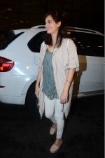 Dia Mirza leaves for IIFA on Day 2 on 21st June 2016(334)_576a224ed3125.JPG