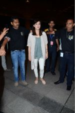 Dia Mirza leaves for IIFA on Day 2 on 21st June 2016(335)_576a224f61a2a.JPG