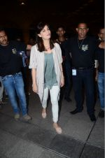 Dia Mirza leaves for IIFA on Day 2 on 21st June 2016(337)_576a225078d2b.JPG