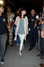 Dia Mirza leaves for IIFA on Day 2 on 21st June 2016(340)_576a225217eb4.JPG