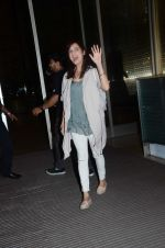 Dia Mirza leaves for IIFA on Day 2 on 21st June 2016(349)_576a2256823c6.JPG