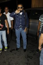 Gulshan Grover leaves for IIFA on Day 2 on 21st June 2016(212)_576a2274c75ad.JPG