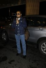 Gulshan Grover leaves for IIFA on Day 2 on 21st June 2016(216)_576a227768477.JPG