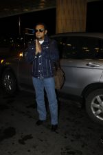 Gulshan Grover leaves for IIFA on Day 2 on 21st June 2016(217)_576a227833981.JPG