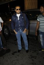 Gulshan Grover leaves for IIFA on Day 2 on 21st June 2016(219)_576a2279896ea.JPG