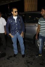 Gulshan Grover leaves for IIFA on Day 2 on 21st June 2016(220)_576a227a4b970.JPG