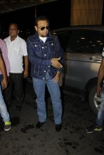 Gulshan Grover leaves for IIFA on Day 2 on 21st June 2016(221)_576a227b179de.JPG