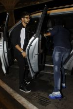Shahid Kapoor leaves for IIFA on Day 2 on 21st June 2016(269)_576a23a846714.JPG