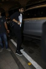 Shahid Kapoor leaves for IIFA on Day 2 on 21st June 2016(278)_576a23af0045d.JPG