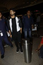 Shahid Kapoor leaves for IIFA on Day 2 on 21st June 2016(283)_576a23b19868a.JPG