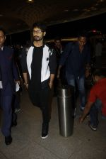 Shahid Kapoor leaves for IIFA on Day 2 on 21st June 2016(284)_576a23b25325e.JPG