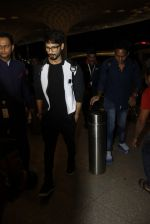 Shahid Kapoor leaves for IIFA on Day 2 on 21st June 2016(285)_576a23b300106.JPG