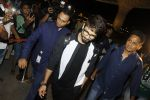 Shahid Kapoor leaves for IIFA on Day 2 on 21st June 2016(287)_576a23b4359b7.JPG