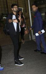 Shahid Kapoor leaves for IIFA on Day 2 on 21st June 2016(288)_576a23b4e6131.JPG