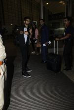 Shahid Kapoor leaves for IIFA on Day 2 on 21st June 2016(290)_576a23b8e361a.JPG