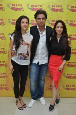Shiv Pandit, Sandeepa Dhar, Natasa Stankovic at Radio Mirchi for 7 hours to go on 22nd June 2016 (7)_576a9ffdc68a9.JPG