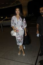 Sonakshi Sinha leaves for IIFA on Day 2 on 21st June 2016(243)_576a23c15d7af.JPG