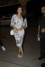 Sonakshi Sinha leaves for IIFA on Day 2 on 21st June 2016(245)_576a23c2e03a2.JPG