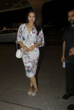 Sonakshi Sinha leaves for IIFA on Day 2 on 21st June 2016