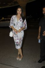 Sonakshi Sinha leaves for IIFA on Day 2 on 21st June 2016(247)_576a23c49b939.JPG