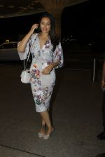 Sonakshi Sinha leaves for IIFA on Day 2 on 21st June 2016(251)_576a23c70e613.JPG