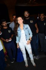 Ameesha Patel snapped at airport in Mumbai on 22nd June 2016 (54)_576b892b37a97.JPG
