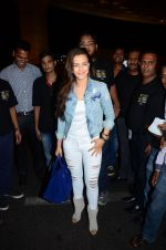 Ameesha Patel snapped at airport in Mumbai on 22nd June 2016 (57)_576b892fa3c9d.JPG