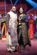 Anushka Shetty at An Ode To Weaves and Weavers Fashion show at HICC Novotel, Hyderabad on June 21, 2016 (111)_576bdf12a3618.JPG