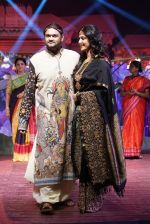 Anushka Shetty at An Ode To Weaves and Weavers Fashion show at HICC Novotel, Hyderabad on June 21, 2016 (116)_576bdeadbcda2.JPG