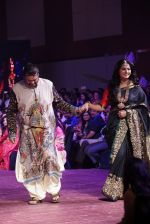 Anushka Shetty at An Ode To Weaves and Weavers Fashion show at HICC Novotel, Hyderabad on June 21, 2016 (12)_576bdef60af57.JPG