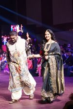 Anushka Shetty at An Ode To Weaves and Weavers Fashion show at HICC Novotel, Hyderabad on June 21, 2016 (14)_576bddd01fe3b.JPG