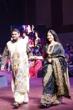 Anushka Shetty at An Ode To Weaves and Weavers Fashion show at HICC Novotel, Hyderabad on June 21, 2016 (15)_576bddd2894e1.JPG