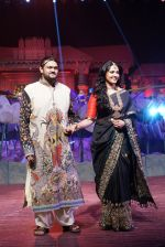 Anushka Shetty at An Ode To Weaves and Weavers Fashion show at HICC Novotel, Hyderabad on June 21, 2016 (17)_576bdef89501e.JPG
