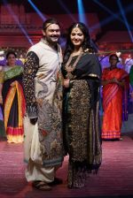 Anushka Shetty at An Ode To Weaves and Weavers Fashion show at HICC Novotel, Hyderabad on June 21, 2016 (106)_576bde9e3f300.JPG