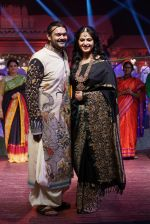 Anushka Shetty at An Ode To Weaves and Weavers Fashion show at HICC Novotel, Hyderabad on June 21, 2016 (107)_576bdea092761.JPG