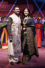 Anushka Shetty at An Ode To Weaves and Weavers Fashion show at HICC Novotel, Hyderabad on June 21, 2016 (108)_576bdea2e5b75.JPG
