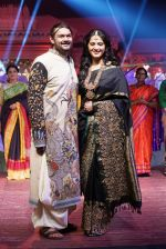 Anushka Shetty at An Ode To Weaves and Weavers Fashion show at HICC Novotel, Hyderabad on June 21, 2016 (109)_576bdea4db4c9.JPG