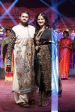 Anushka Shetty at An Ode To Weaves and Weavers Fashion show at HICC Novotel, Hyderabad on June 21, 2016 (115)_576bdeac0f22f.JPG