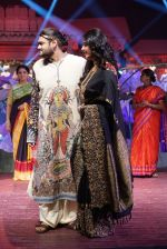 Anushka Shetty at An Ode To Weaves and Weavers Fashion show at HICC Novotel, Hyderabad on June 21, 2016 (117)_576bdeb08e1da.JPG