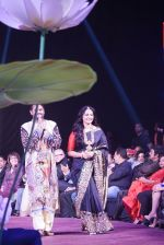 Anushka Shetty at An Ode To Weaves and Weavers Fashion show at HICC Novotel, Hyderabad on June 21, 2016 (3)_576bdef1bc22c.JPG