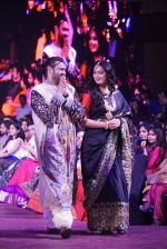 Anushka Shetty at An Ode To Weaves and Weavers Fashion show at HICC Novotel, Hyderabad on June 21, 2016 (9)_576bdef40a061.JPG