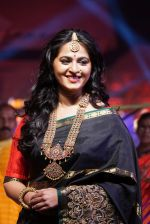 Anushka Shetty at An Ode To Weaves and Weavers Fashion show at HICC Novotel, Hyderabad on June 21, 2016 (97)_576bde8dcfc35.JPG