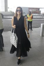 Neha Dhupia snapped at airport in Mumbai on 22nd June 2016 (10)_576b89a5e687a.JPG