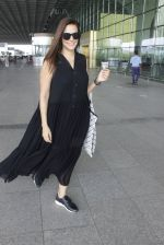Neha Dhupia snapped at airport in Mumbai on 22nd June 2016 (14)_576b89aa49a3f.JPG