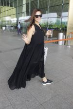 Neha Dhupia snapped at airport in Mumbai on 22nd June 2016 (9)_576b89a4c54f1.JPG