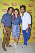 Shaan, Taapsee Pannu and Saqib Saleem at Radio Mirchi Studio for their new single Tum Ho Toh Lagta Hai on June 23, 2016